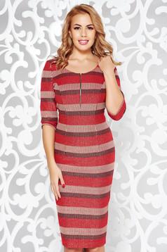Rochie rosie eleganta tip creion din stofa usor elastica captusita pe interior cu maneci trei-sferturi