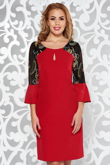 Rochie rosie eleganta din stofa subtire usor elastica cu insertii de broderie cu maneci clopot