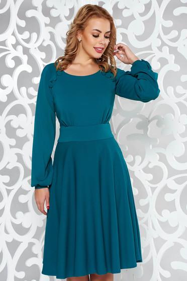 Rochie LaDonna verde eleganta in clos din stofa subtire usor elastica accesorizata cu nasturi