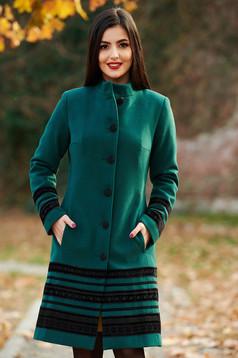 Palton LaDonna verde elegant cu un croi cambrat din stofa captusit pe interior cu aplicatii de catifea si cu buzunare