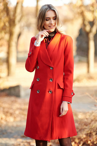 Palton Artista rosu cu un croi cambrat din stofa subtire usor elastica cu buzunare