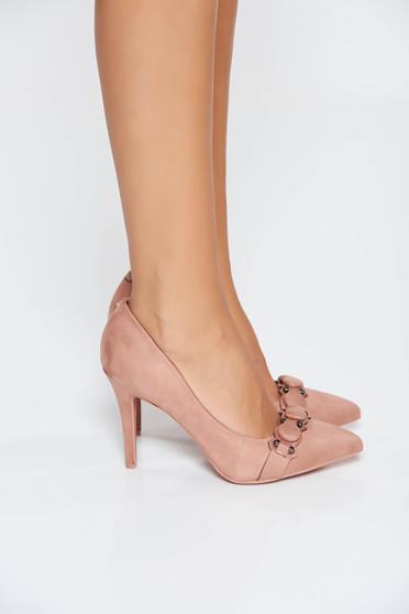 Pantofi roz elegant cu toc inalt cu varful usor ascutit