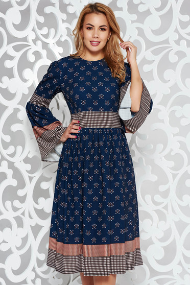 Rochie albastra-inchis de zi in clos din material neelastic cu maneci clopot