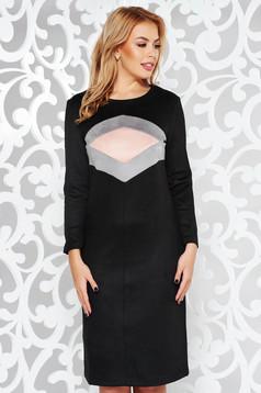 Rochie neagra de zi cu un croi drept din material catifelat cu maneci lungi