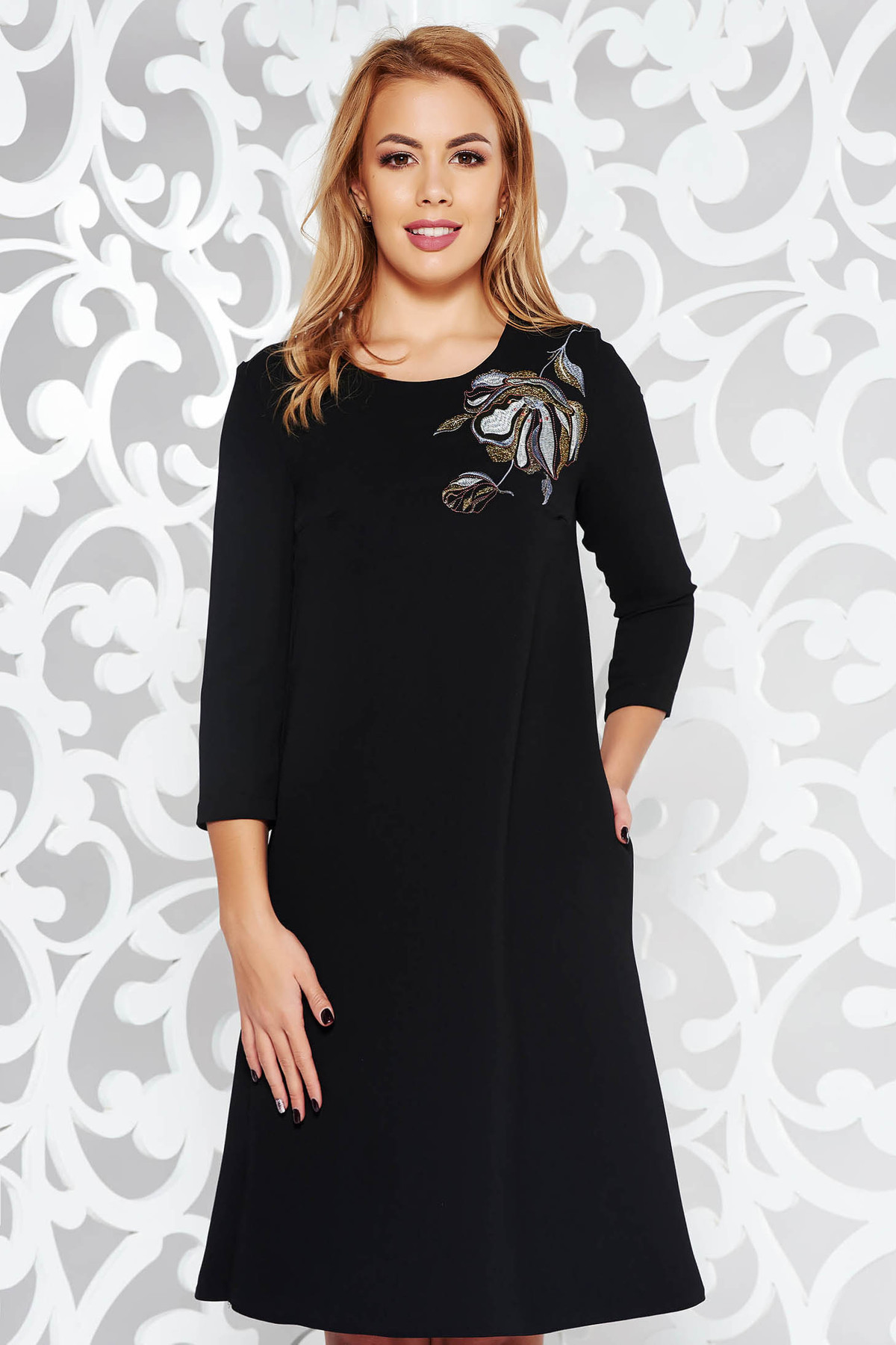 Rochie StarShinerS neagra eleganta cu croi larg brodata din stofa usor elastica captusita pe interior cu buzunare