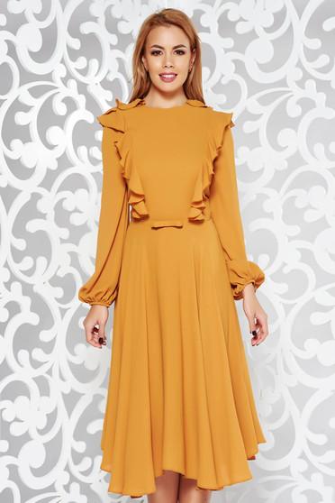 Rochie mustarie eleganta midi in clos din voal captusita pe interior accesorizata cu cordon