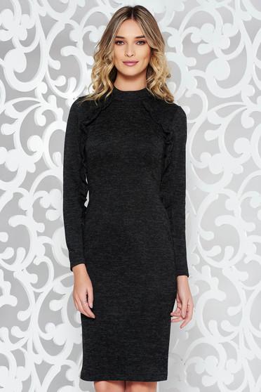 Rochie StarShinerS neagra de zi cu un croi mulat din material tricotat cu volanase