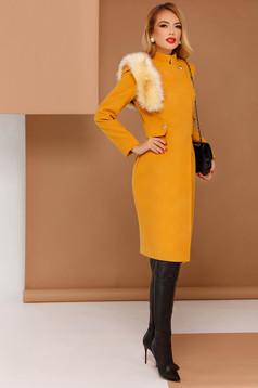 Palton PrettyGirl mustariu elegant din stofa neelastica captusit pe interior cu insertii cu blana ecologica