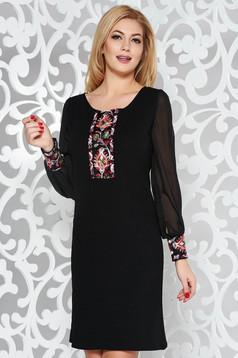 Rochie neagra eleganta cu croi larg cu insertii de broderie maneci transparente