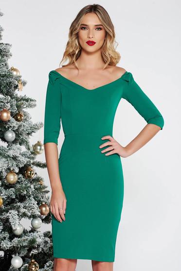 Rochie StarShinerS verde eleganta tip creion din stofa subtire usor elastica cu umeri goi cu maneca 3/4 accesorizata cu fundite