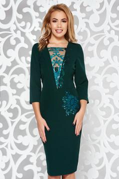 Rochie verde de ocazie tip creion din stofa usor elastica captusita pe interior cu aplicatii cu dantela si paiete
