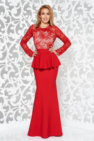 Rochie rosie de ocazie tip sirena din stofa subtire usor elastica si dantela captusita pe interior cu peplum