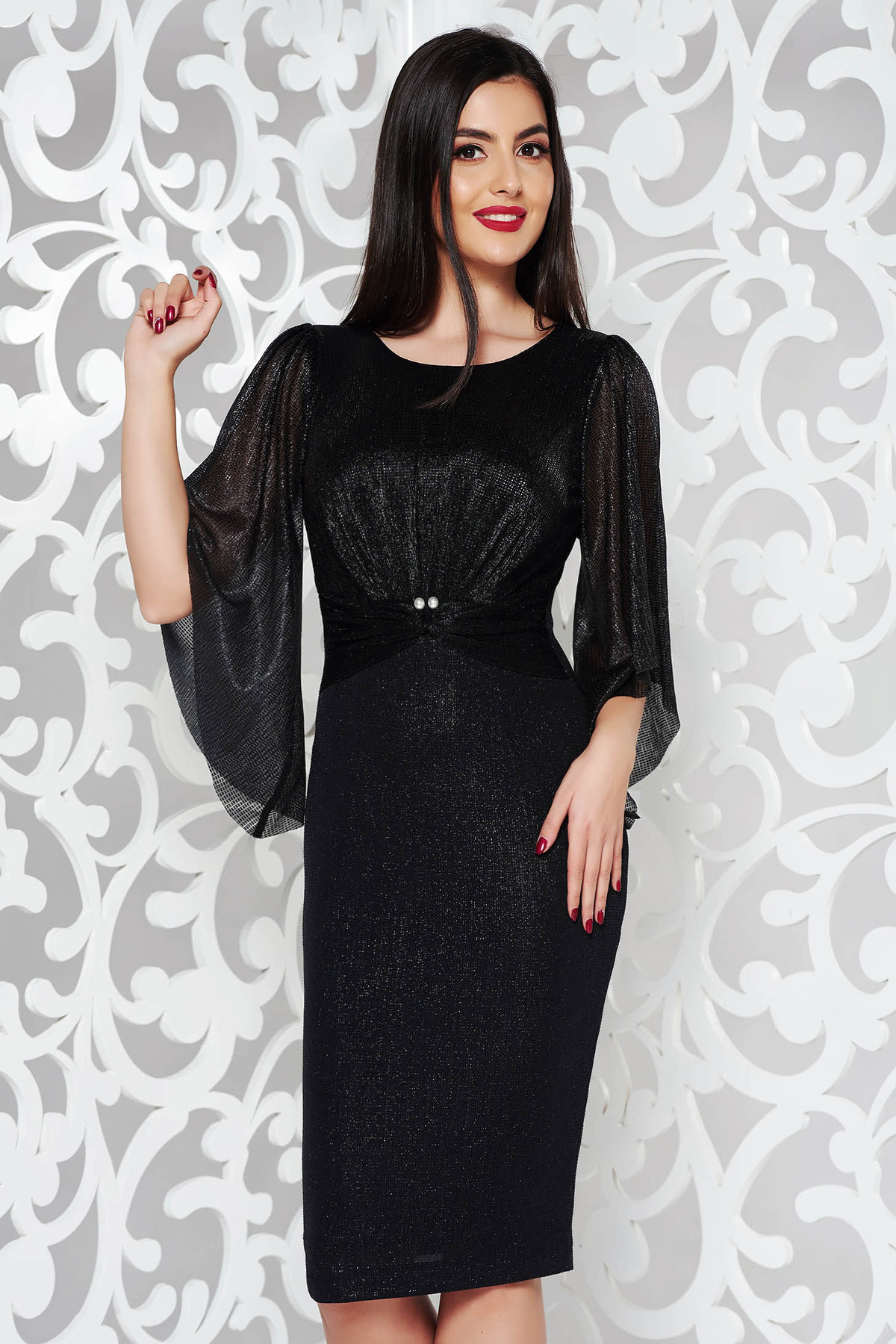 Rochie neagra de ocazie tip creion din material lucios captusita pe interior cu aplicatii cu perle
