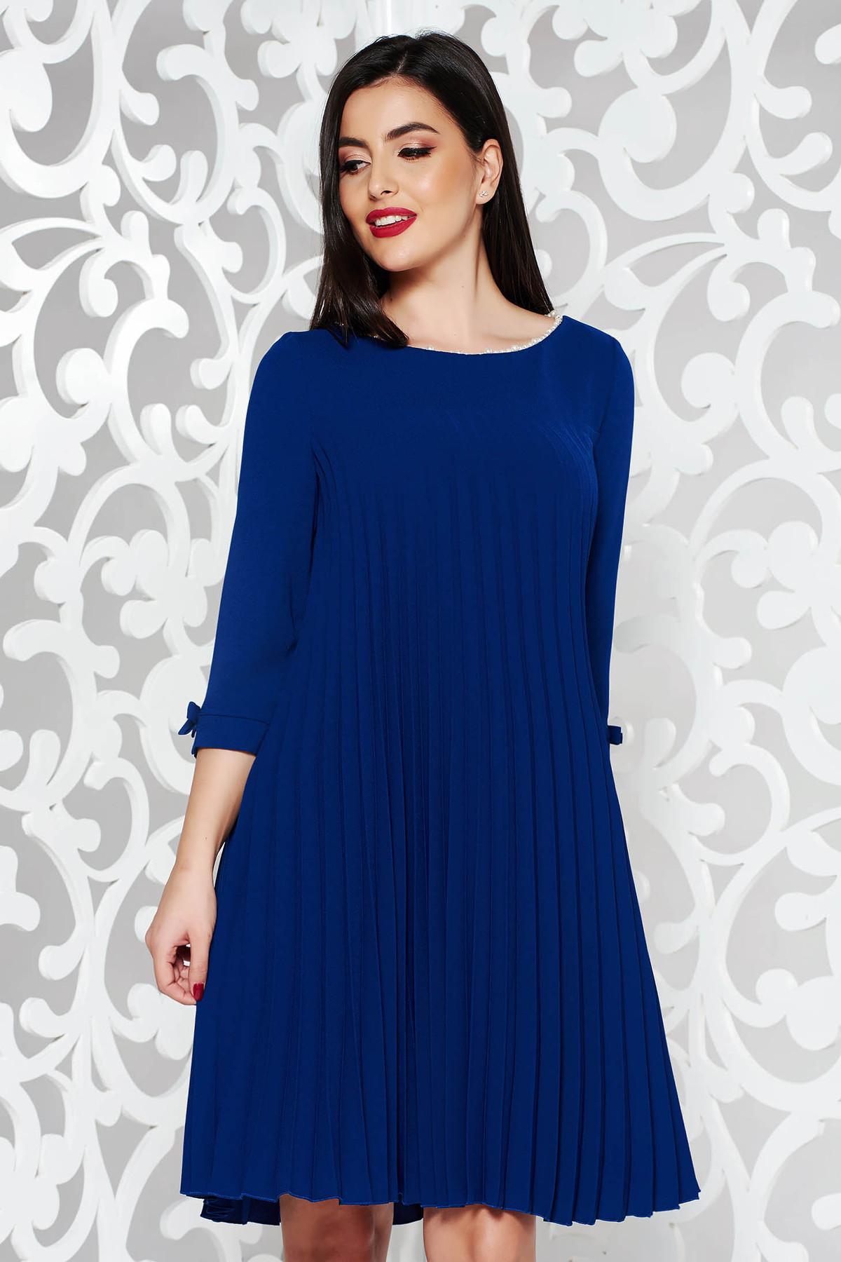 Rochie albastra eleganta cu croi larg din stofa neelastica plisata cu aplicatii cu perle