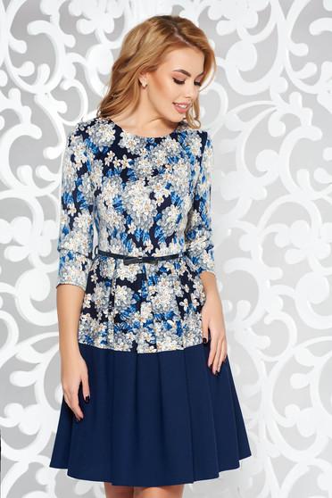 Rochie albastra-inchis de zi midi in clos din material usor elastic accesorizata cu cordon