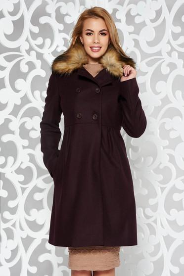 Palton visiniu elegant din lana captusit pe interior cu buzunare accesorizat cu blana ecologica