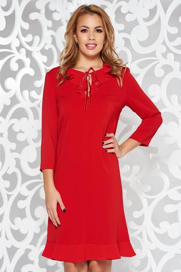 Rochie rosie eleganta cu croi larg cu maneca 3/4 din material usor elastic cu volanase la baza rochiei