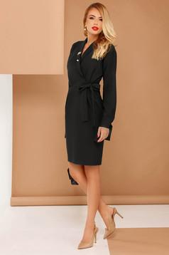 Rochie PrettyGirl neagra eleganta din stofa subtire usor elastica cu buzunare accesorizata cu brosa si cordon