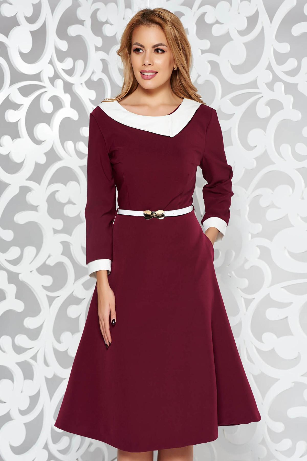 Rochie visinie eleganta in clos din stofa subtire usor elastica cu accesoriu tip curea