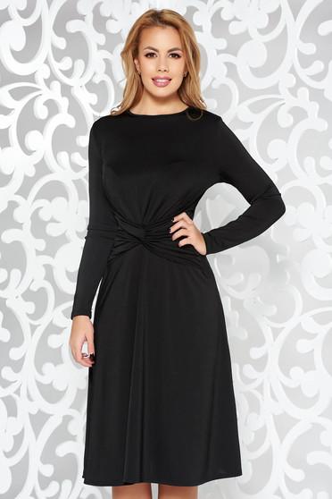 Rochie neagra de ocazie in clos cu maneci lungi din material fin la atingere
