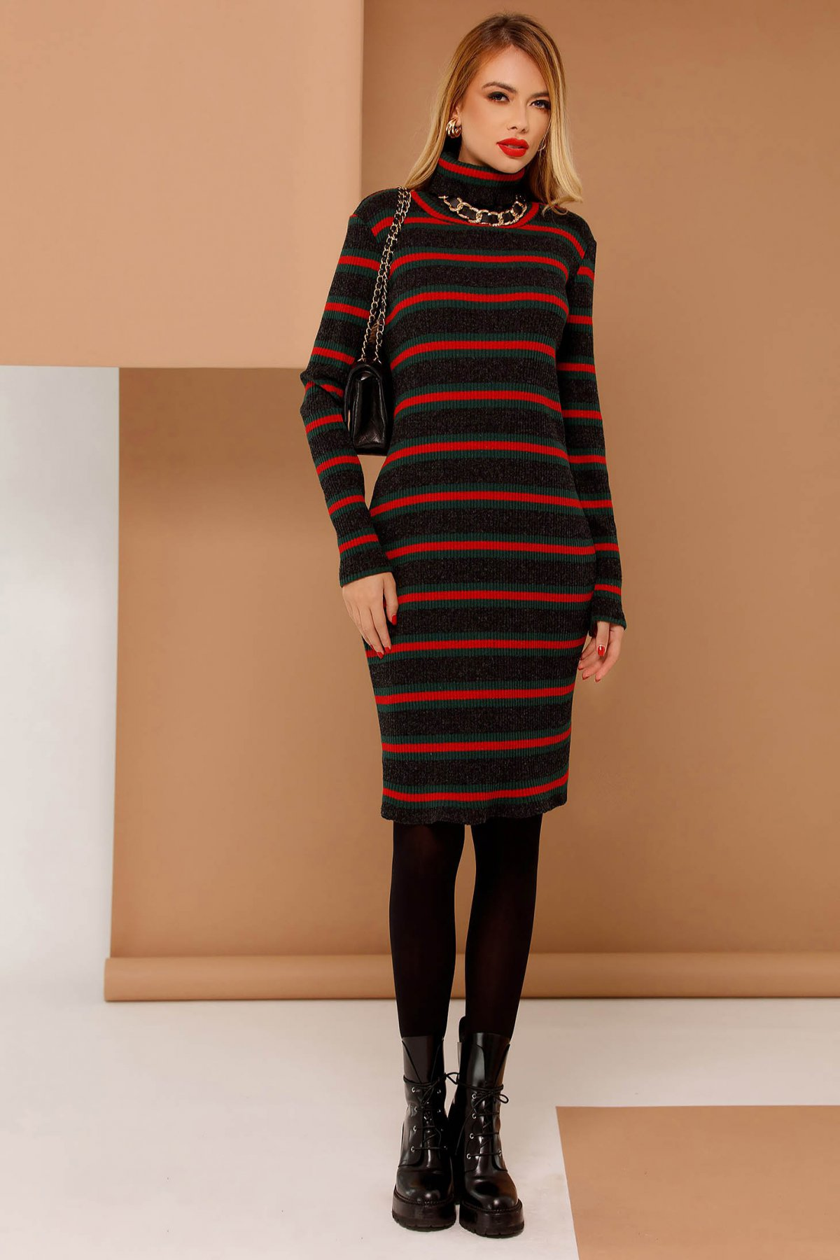 Rochie PrettyGirl rosie casual cu un croi mulat din material tricotat cu maneci lungi