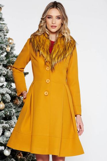 Palton LaDonna mustariu elegant in clos din lana cu insertii de blana ecologica detasabile