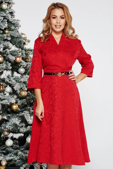 Rochie rosie eleganta in clos cu decolteu in v din stofa neelastica cu accesoriu tip curea