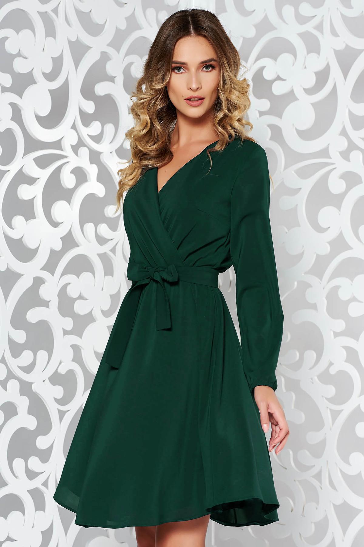 Rochie StarShinerS verde eleganta in clos din voal captusita pe interior cu elastic in talie accesorizata cu cordon