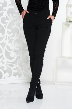 Pantaloni Fofy negri casual conici din material usor elastic cu talie medie