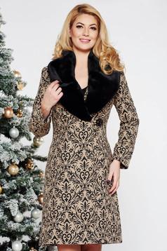 Palton LaDonna crem elegant cu un croi cambrat din lana captusit pe interior cu model in relief