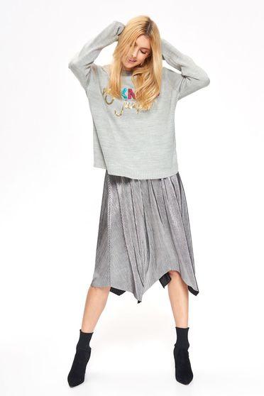 Pulover Top Secret gri casual cu croi larg din material tricotat cu aplicatii cu paiete