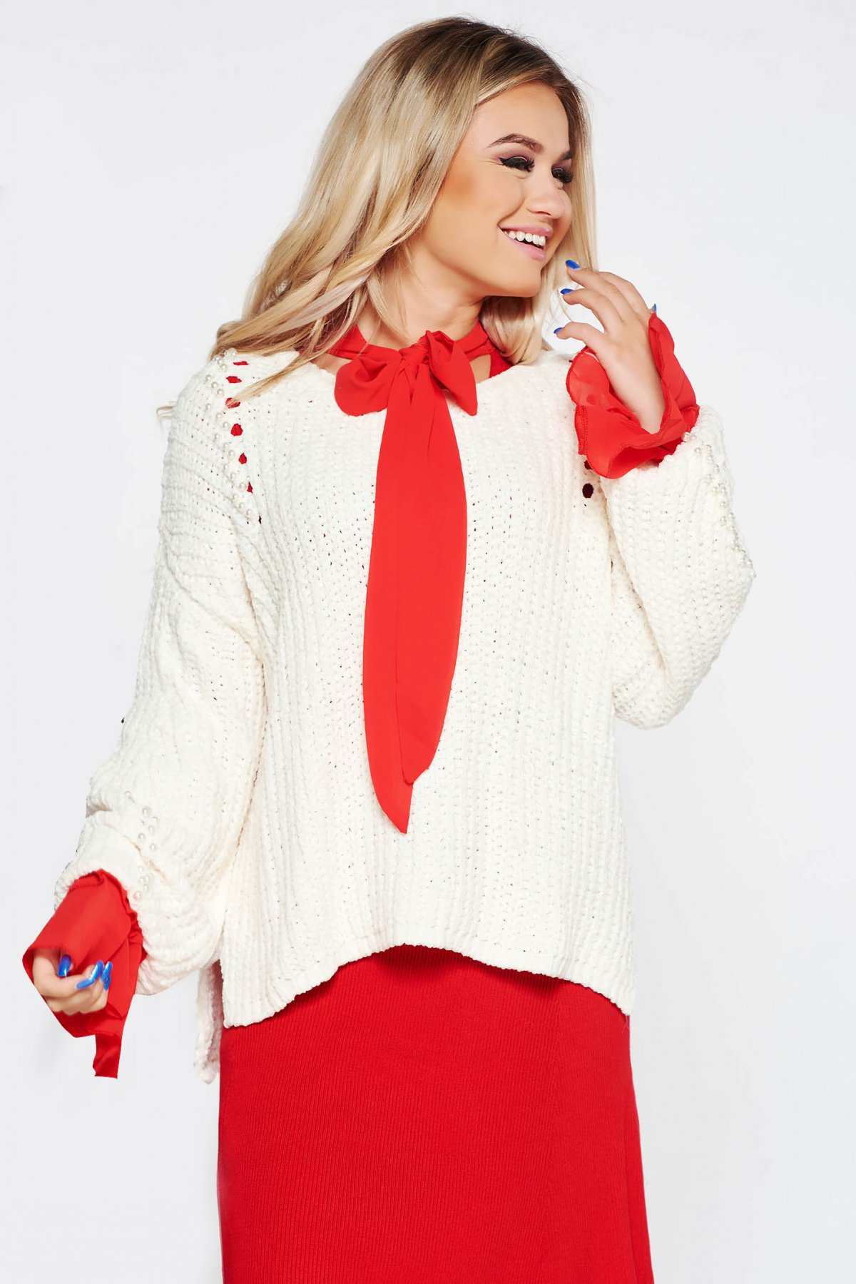 Pulover SunShine alb casual cu croi larg din material tricotat catifelat cu aplicatii cu perle