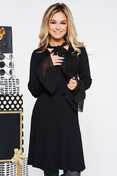 Rochie SunShine neagra de party cu un croi mulat din material tricotat cu maneci clopot si guler tip esarfa