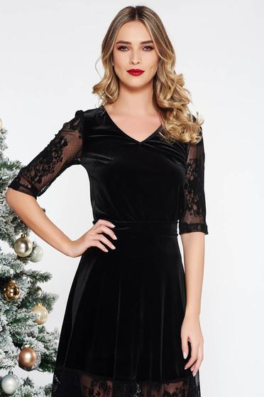 Bluza dama StarShinerS neagra eleganta cu un croi mulat din catifea cu decolteu in v cu maneci din dantela