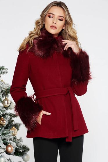Palton LaDonna visiniu elegant scurt cu croi larg din lana captusit pe interior accesorizat cu cordon