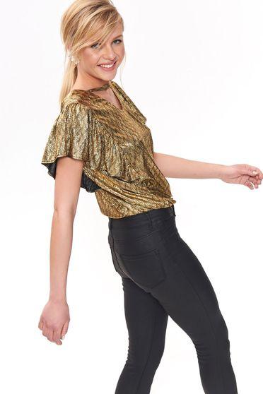 Bluza dama Top Secret aurie cu croi larg din material neelastic cu aspect metalic cu volanase la maneca