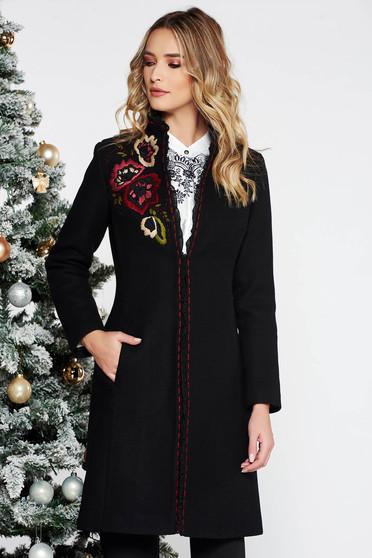 Palton LaDonna negru elegant brodat cu un croi cambrat din lana captusit pe interior cu buzunare