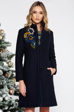 Palton LaDonna albastru-inchis elegant brodat cu un croi cambrat din lana captusit pe interior cu buzunare