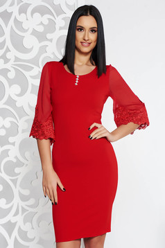 Rochie rosie eleganta midi tip creion din material usor elastic cu aplicatii de dantela cu pietre strass