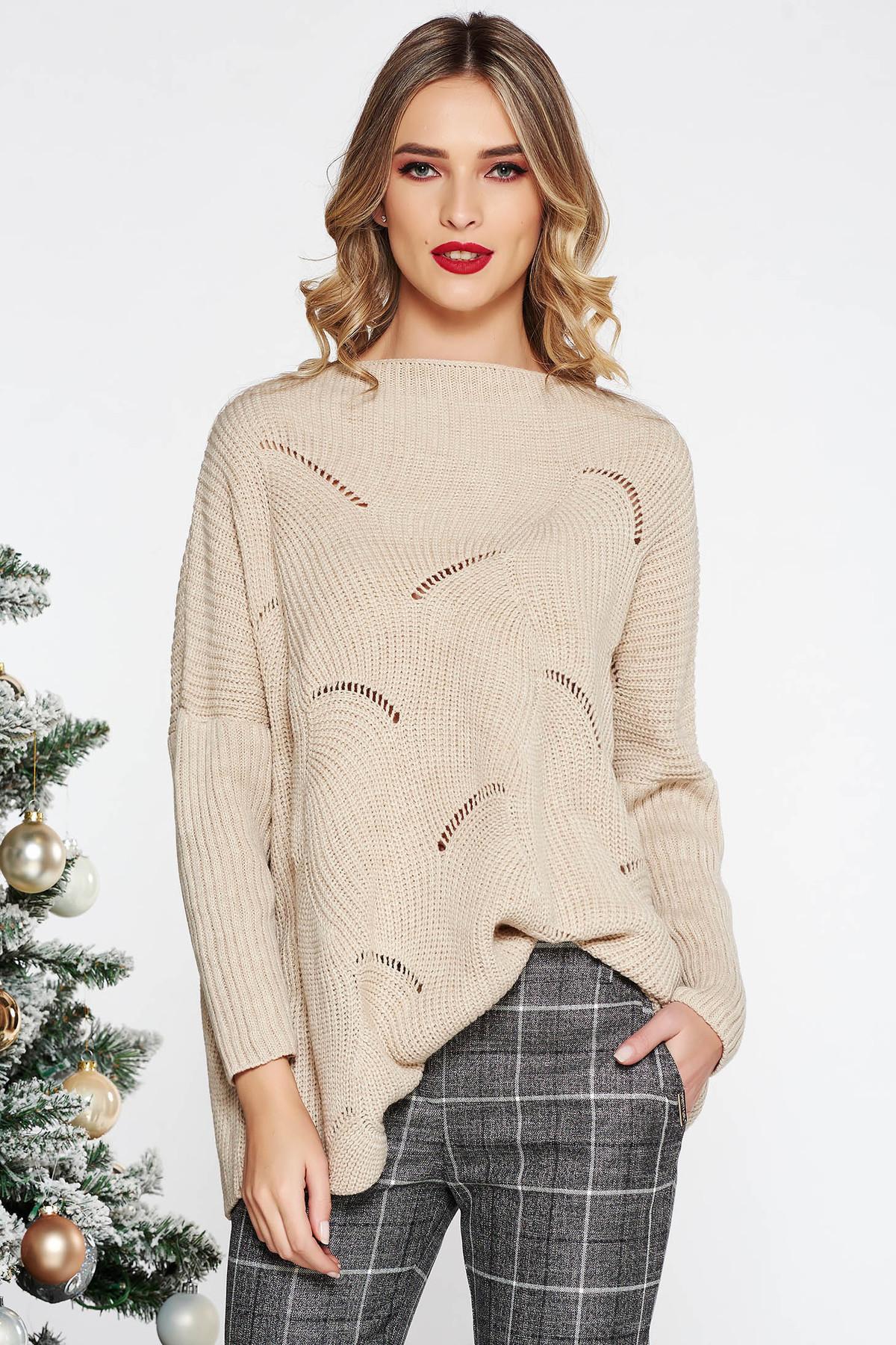 Pulover crem casual cu croi larg din material tricotat cu decupaje in material