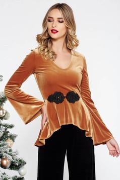 Bluza dama StarShinerS mustarie eleganta cu un croi mulat din catifea cu maneci clopot