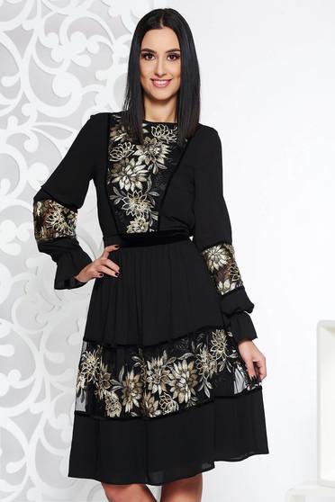 Rochie LaDonna neagra eleganta in clos din voal captusita pe interior cu aplicatii de dantela