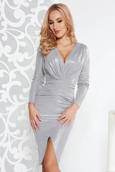 Rochie argintie de ocazie din material usor elastic cu aspect metalic captusita pe interior cu decolteu in v