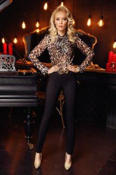 Bluza dama Fofy neagra eleganta din voal cu animal print accesorizata cu brosa