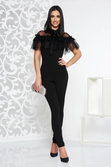 Salopeta PrettyGirl neagra de ocazie cu un croi mulat din stofa usor elastica cu aplicatii de dantela