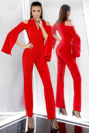 Salopeta PrettyGirl rosie de ocazie cu un croi mulat din stofa usor elastica cu umeri decupati
