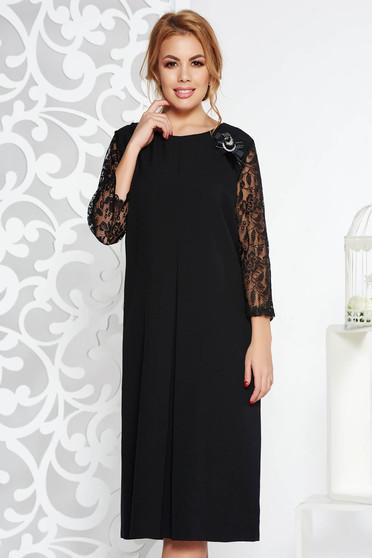 Rochie neagra eleganta cu croi larg din material fin la atingere cu maneci din dantela