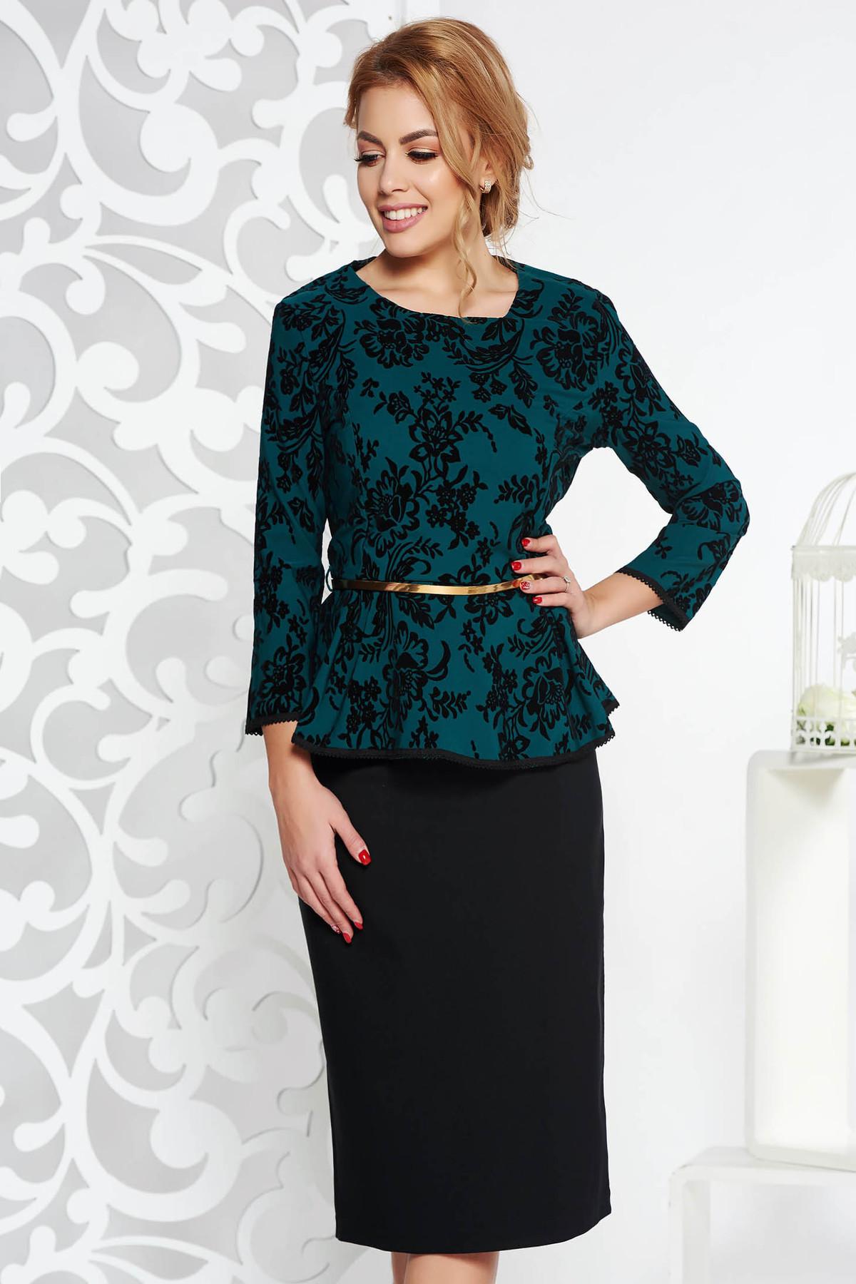 Compleu verde-inchis de ocazie din bumbac usor elastic cu fusta conica si bluza cu accesoriu tip curea
