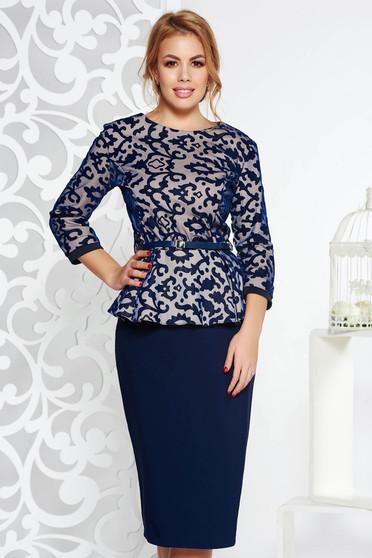 Compleu albastru-inchis elegant din bumbac usor elastic cu fusta conica si bluza cu accesoriu tip curea