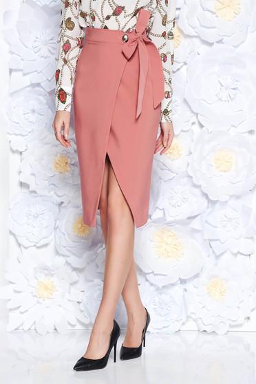 Fusta PrettyGirl rosa office petrecuta tip creion cu talie inalta din stofa usor elastica accesorizata cu cordon